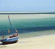 Barque bleue plage de Banzuto