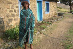 lesotho-femme-vetement-traditionnel-afrique-du-sud-decouverte