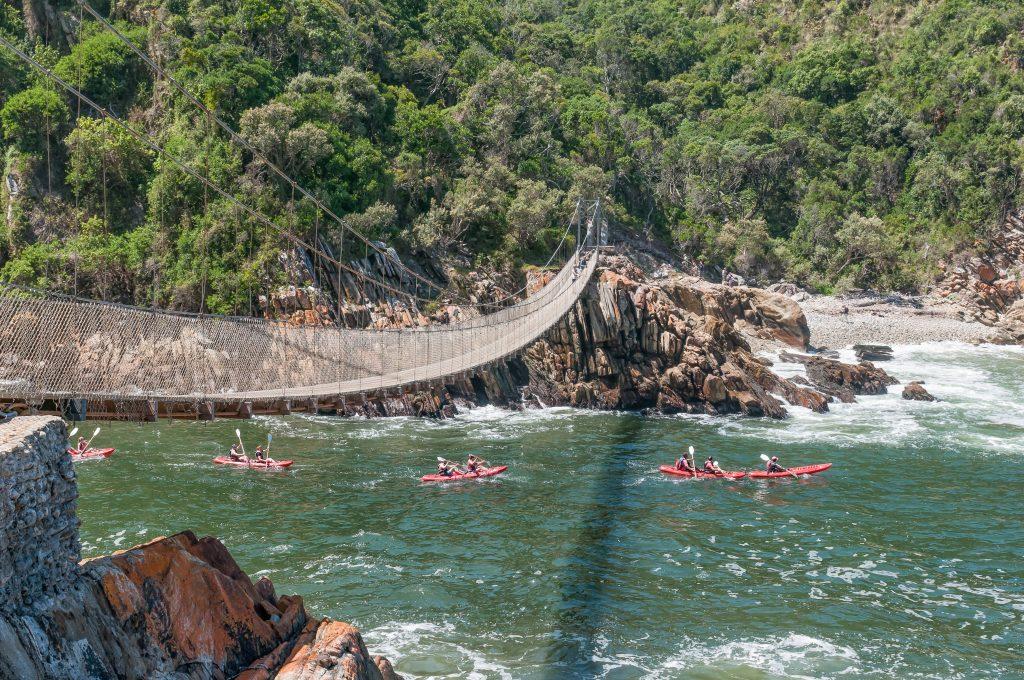 Kayak sur la rivière Tsitsikamma en Afrique du Sud