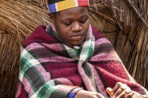 zoulou-femme-tissage-afrique-du-sud-decouverte