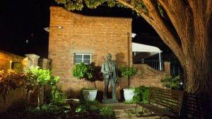 statue-cecil-john-rhodes-kimberley-club