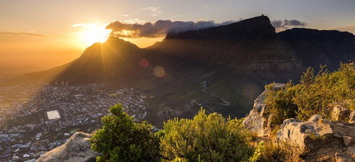 Vu de Lions Head au-dessus de Cape Town au coucher du soleil