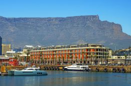 table-mountain-waterfront-le-cap-afrique-du-sud-decouverte